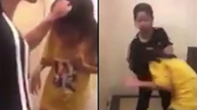 Bé gái lớp 5 bị nhóm nữ sinh đánh liên tục vào mặt dù đã van xin. (Ảnh: cắt từ Clip).