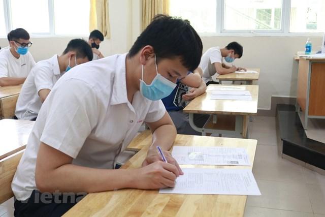 [Ảnh] Thi tốt nghiệp THPT ở nơi có ca nhiễm Covid-19 mới tại Hà Nội - Ảnh 7
