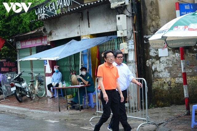 Hà Nội xử phạt hàng loạt trường hợp không đeo khẩu trang khi ra đường - Ảnh 1