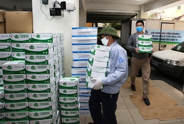 Vinamilk đóng góp thêm 8 tỷ đồng cho 4 tỉnh thành để chống dịch Covid-19 - Ảnh 3