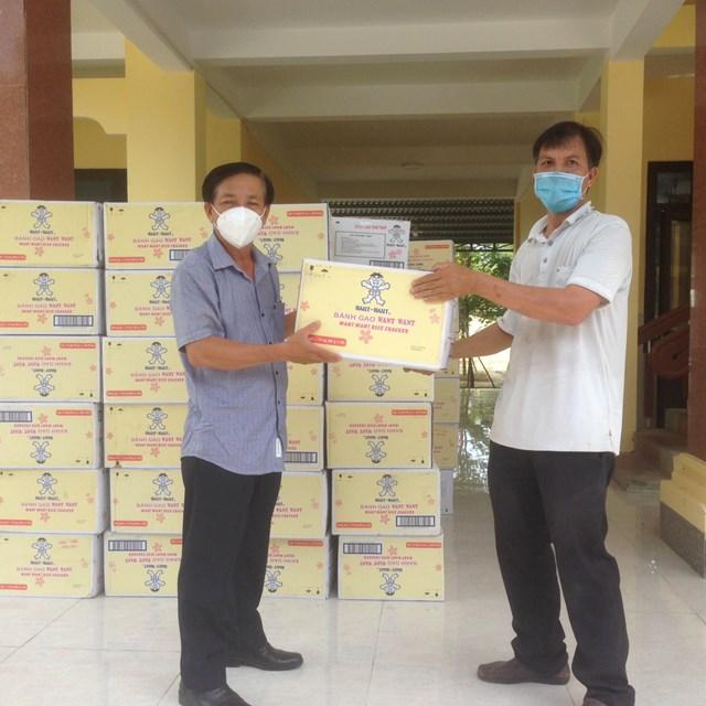 Mặt trận tỉnh Quảng Nam chuyển vật tư y tế cho đơn vị phòng, chống dịch Covid-19.
