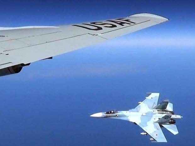 Chiến đấu cơ Su-27 của Nga chặn máy bay Mỹ trên bầu trời Biển Đen - Ảnh 1