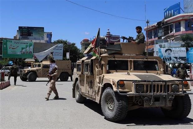 Lực lượng an ninh Afghanistan trong chiến dịch truy quét phiến quân Taliban ở Kunduz. (Ảnh: AFP/TTXVN).