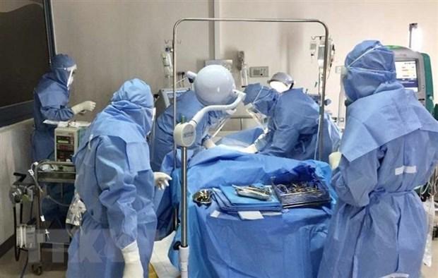 Điều trị cho ca nhiễm Covid-19 tại Bệnh viện Trung ương Huế. (Ảnh: Mai Trang/TTXVN).