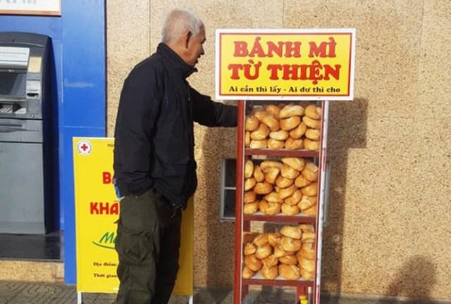 Tủ bánh mì miễn phí ở Đà Lạt.