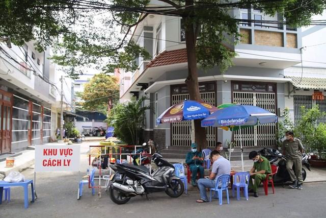Hẻm 52 Thoại Ngọc Hầu, quận Tân Phú, TP HCM bị phong tỏa .