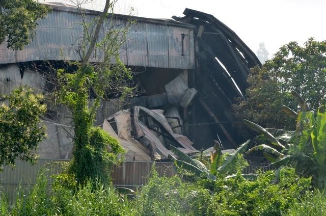 [ẢNH] Hiện trường vụ cháy kho hàng gia dụng rộng hơn 7.000 m2 - Ảnh 8