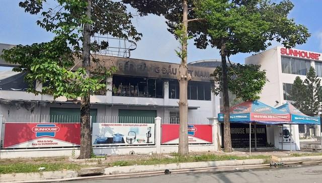 [ẢNH] Hiện trường vụ cháy kho hàng gia dụng rộng hơn 7.000 m2 - Ảnh 9