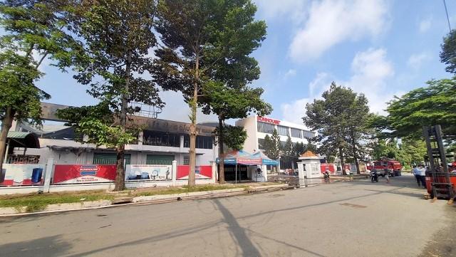 [ẢNH] Hiện trường vụ cháy kho hàng gia dụng rộng hơn 7.000 m2 - Ảnh 10