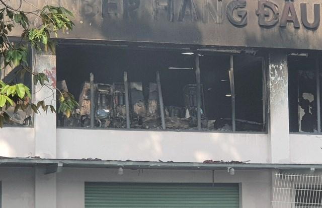 [ẢNH] Hiện trường vụ cháy kho hàng gia dụng rộng hơn 7.000 m2 - Ảnh 2