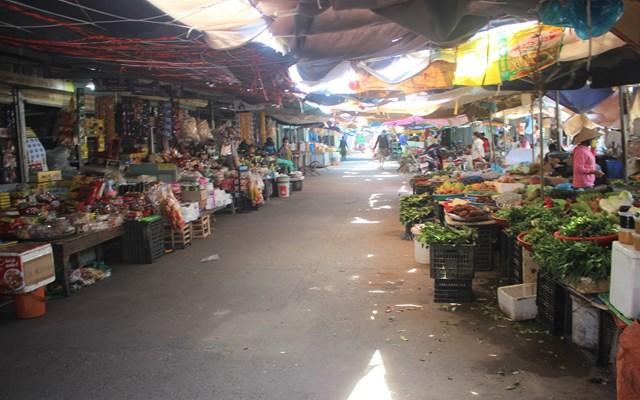 [ẢNH] Chợ Vườn Lài hoạt động trở lại sau 14 ngày bị phong tỏa - Ảnh 1
