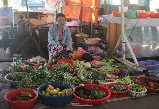 [ẢNH] Chợ Vườn Lài hoạt động trở lại sau 14 ngày bị phong tỏa - Ảnh 3