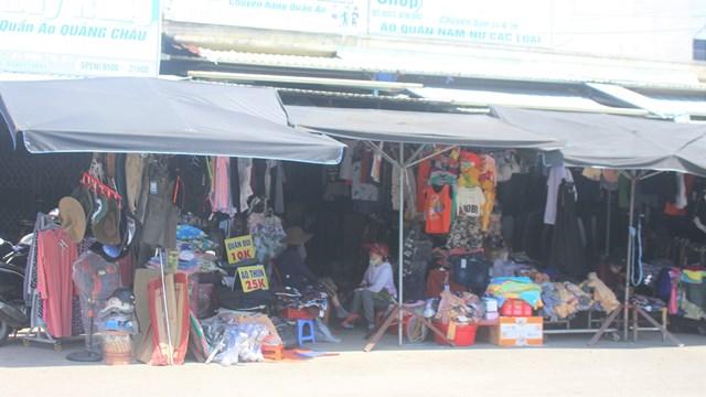 Chợ Vườn Lài nhiều mặt hàng phục vụ người dân.