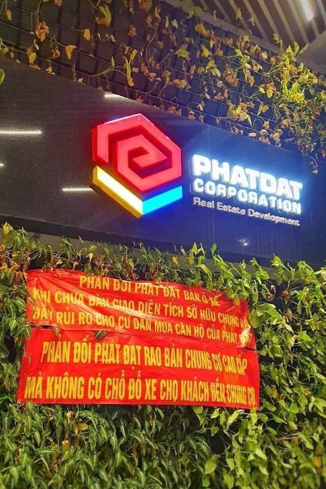 Người mua nhà ở dự án này vô cùng bức xúc khi Phát Đạt bán chỗ đậu xe.