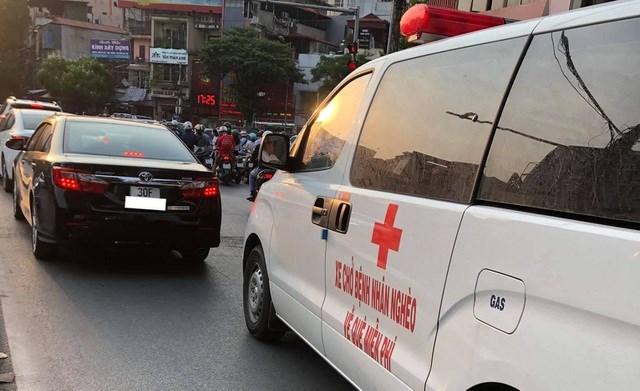 Ông Đoàn Ngọc Hải cùng 'xe chở miễn phí bệnh nhân nghèo' ra tới Hà Nội - Ảnh 3