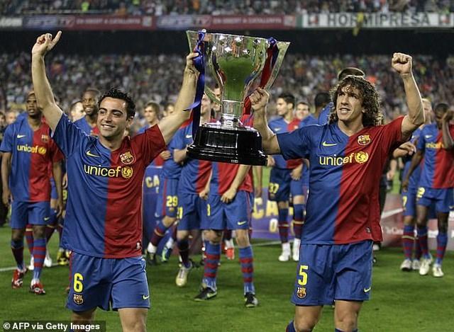 Hai huyền thoại Barcelona là Xavi Hernandez và Carles Puyol ủng hộ mọi quyết định của Lionel Messi thời điểm này.