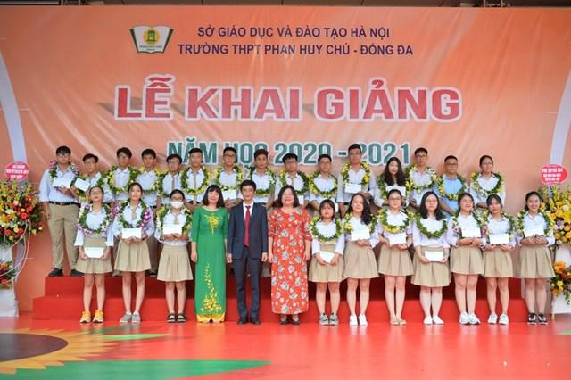 Khai giảng nhanh gọn giữa mùa Covid-19 ở ngôi trường THPT tự chủ duy nhất tại Hà Nội - Ảnh 14