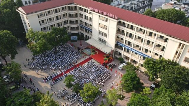 Lễ khai giảng tại trường THPT Phan Huy Chú– Đống Đa, Hà Nội.