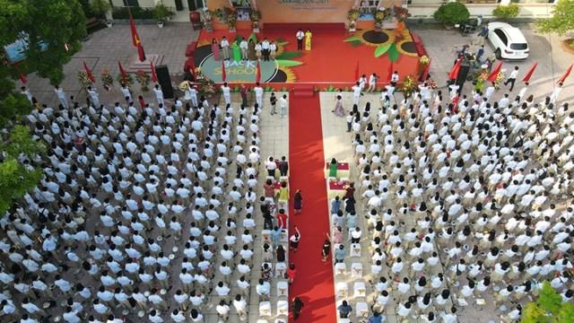 Khai giảng nhanh gọn giữa mùa Covid-19 ở ngôi trường THPT tự chủ duy nhất tại Hà Nội - Ảnh 1