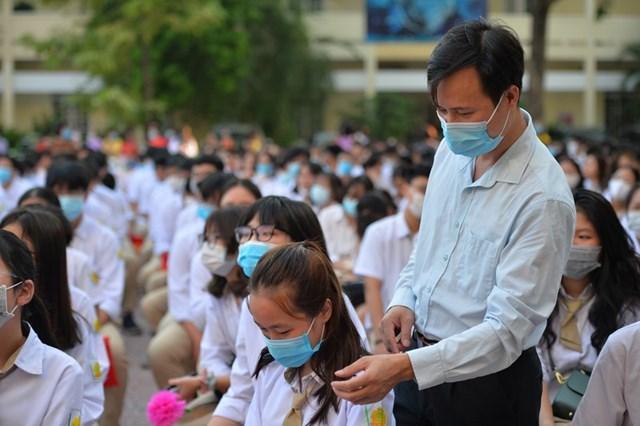 Khai giảng nhanh gọn giữa mùa Covid-19 ở ngôi trường THPT tự chủ duy nhất tại Hà Nội - Ảnh 4