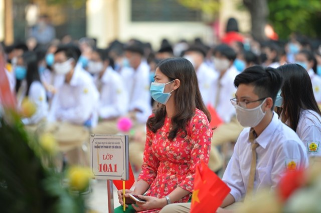 Khai giảng nhanh gọn giữa mùa Covid-19 ở ngôi trường THPT tự chủ duy nhất tại Hà Nội - Ảnh 8