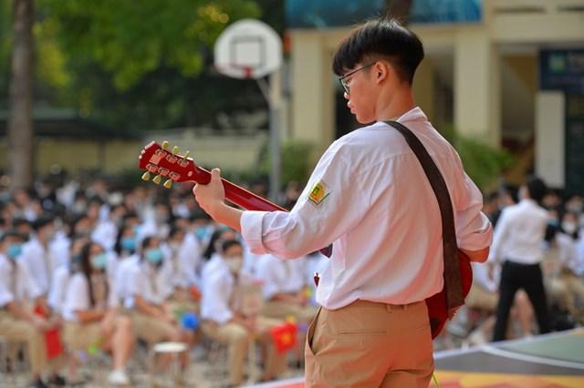 Khai giảng nhanh gọn giữa mùa Covid-19 ở ngôi trường THPT tự chủ duy nhất tại Hà Nội - Ảnh 9