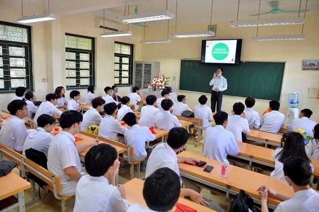Khai giảng nhanh gọn giữa mùa Covid-19 ở ngôi trường THPT tự chủ duy nhất tại Hà Nội - Ảnh 15