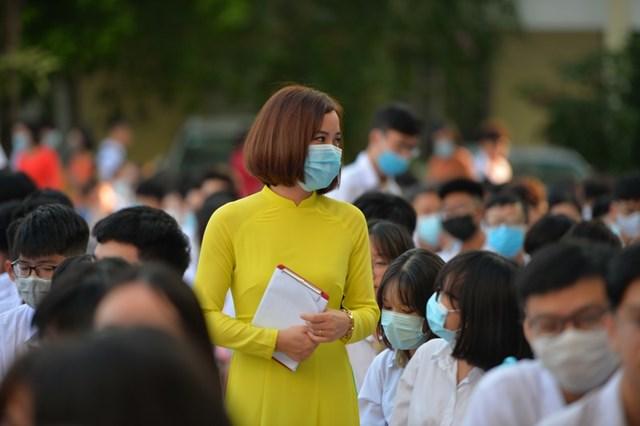 Khai giảng nhanh gọn giữa mùa Covid-19 ở ngôi trường THPT tự chủ duy nhất tại Hà Nội - Ảnh 3