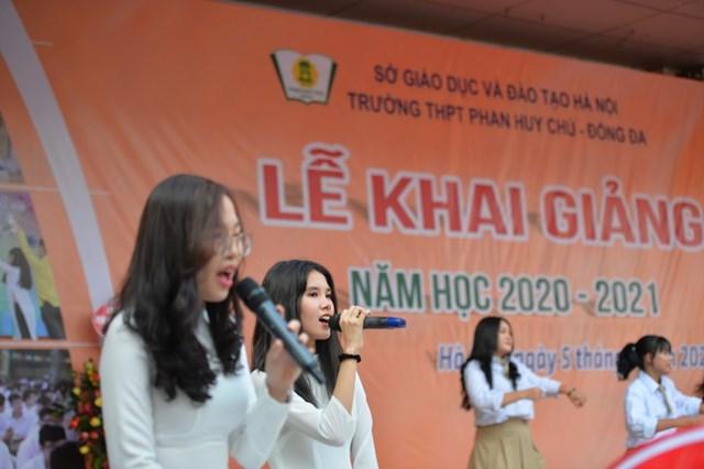 Khai giảng nhanh gọn giữa mùa Covid-19 ở ngôi trường THPT tự chủ duy nhất tại Hà Nội - Ảnh 10