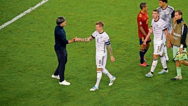 Tuyển Đức đã để bị gỡ hòa khi dẫn bàn trước cho dù họ có tới 7 người ở hàng thủ trên sân vào 20 phút cuối của trận đấu. (Ảnh: Reuter).