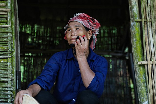 Chị Hoàng Thị Sắc, trong hơn 4.000 hộ nghèo huyện Bảo Thắng, tỉnh Lào Cai tự nguyện tham gia ủng hộ phòng, chống Covid-19.