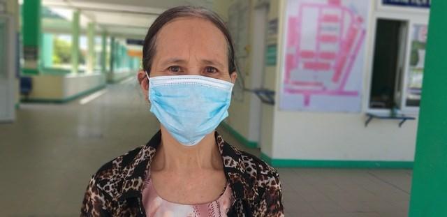 Bệnh nhân 443 ứa nước mắt khi nhắc đến người chồng đã mất của mình vì bệnh Covid-19.