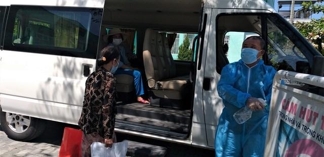 Các bệnh nhân được bệnh viện bố trí xe đưa về tận nhà.