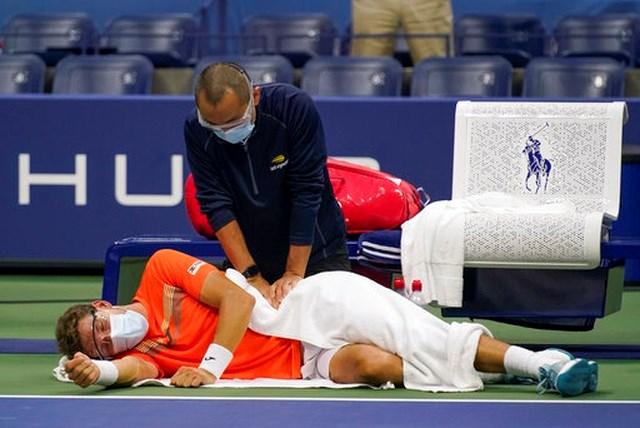 Carreno Busta gặp chấn thương lưng.