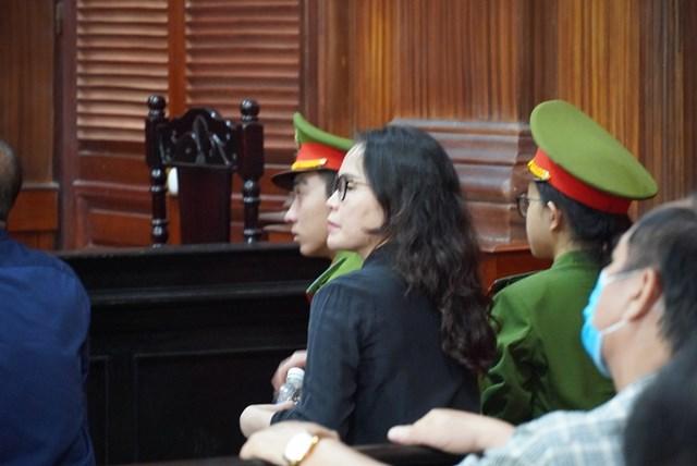 Bị cáo Lê Thị Thanh Thúy không đồng tình với cáo buộc là người thực hiện hành vi xúi giục, lợi dụng mối quan hệ tình cảm đã tác động bị cáo Nguyễn Thành Tài dẫn đến sai phạm.