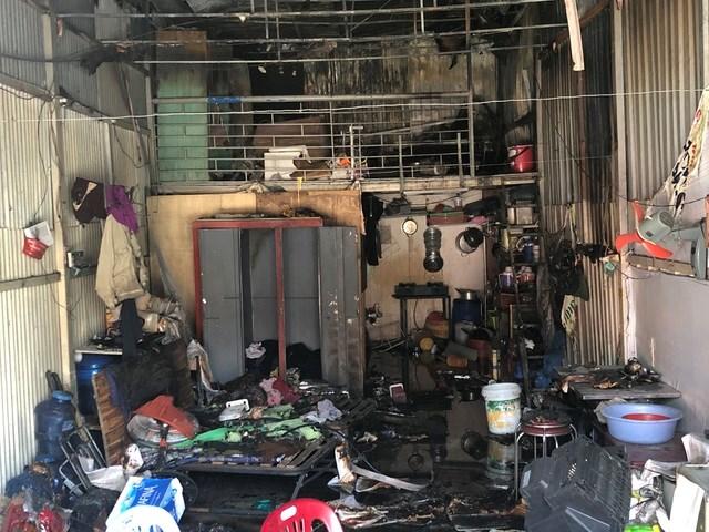 [VIDEO] Vụ cháy lớn khiến 10 phòng trọ và nhà dân bị thiêu rụi - Ảnh 2