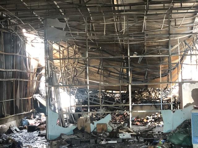 [VIDEO] Vụ cháy lớn khiến 10 phòng trọ và nhà dân bị thiêu rụi - Ảnh 3