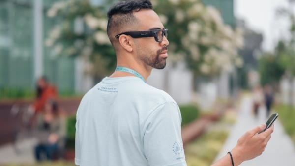 Facebook-Ray-Ban phát triển kính thực tế ảo kết nối smartphone - Ảnh 1