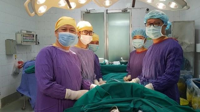 Kíp phẫu thuật cho người bệnh.