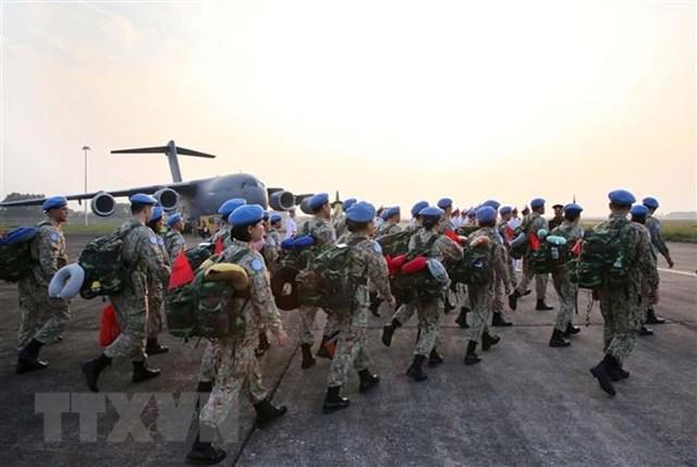 Cán bộ, nhân viên Bệnh viện dã chiến cấp 2 số 2 lên đường sang Phái bộ Nam Sudan. Ảnh: TTXVN.