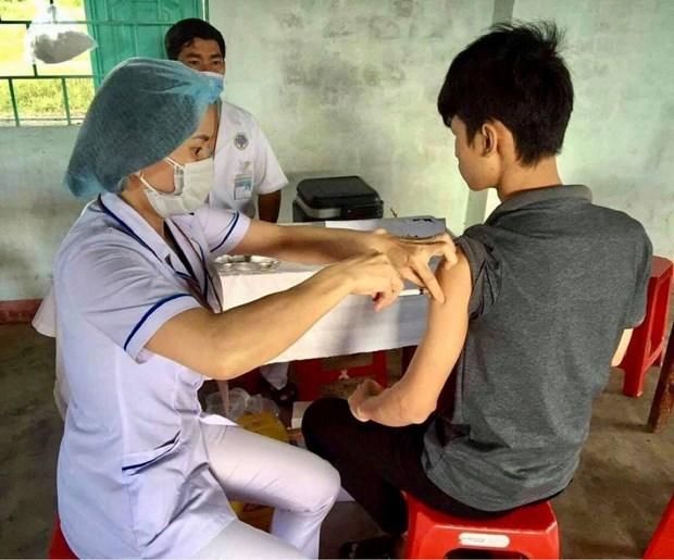Tiêm vaccine phòng bệnh bạch hầu cho người dân. Ảnh: Vietnam+.