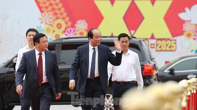Bí thư Trung ương Đảng, Giám đốc Học Chính trị Quốc gia Hồ Chí Minh Nguyễn Xuân Thắng và Bộ trưởng, Chủ nhiệm Văn phòng Chính phủ Mai Tiến Dũng tới dự Đại hội.