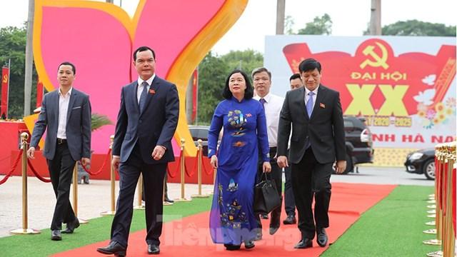 Chủ tịch Tổng liên đoàn Lao động Việt Nam Nguyễn Đình Khang và quyền Bộ trưởng Bộ Y tế Nguyễn Thanh Long đến dự Đại hội.