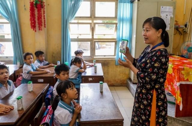 Sữa học đường giảm bớt gánh lo cho phụ huynh giữa mùa dịch - Ảnh 1