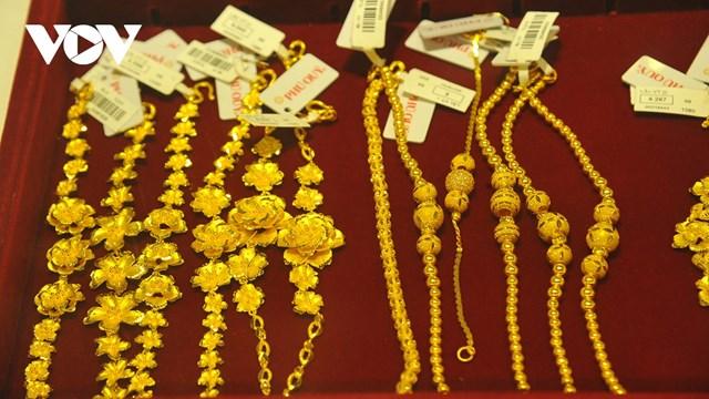 Giá vàng thế giới giảm hơn 1 triệu đồng/lượng, vàng trong nước tăng nhẹ.