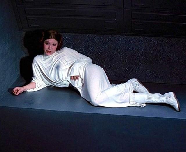 Công chúa Leia cũng đã có một bộ váy đáng nhớ trong phim Star wars IV – A new hope.