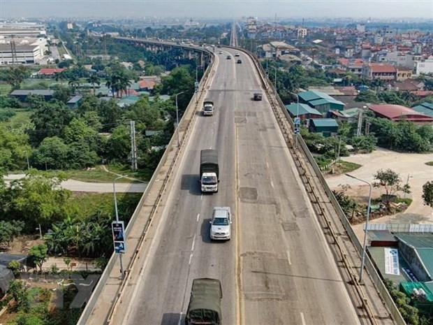 Phương tiện lưu thông trên cầu Thăng Long. (Ảnh: Trung Nguyên/TTXVN).