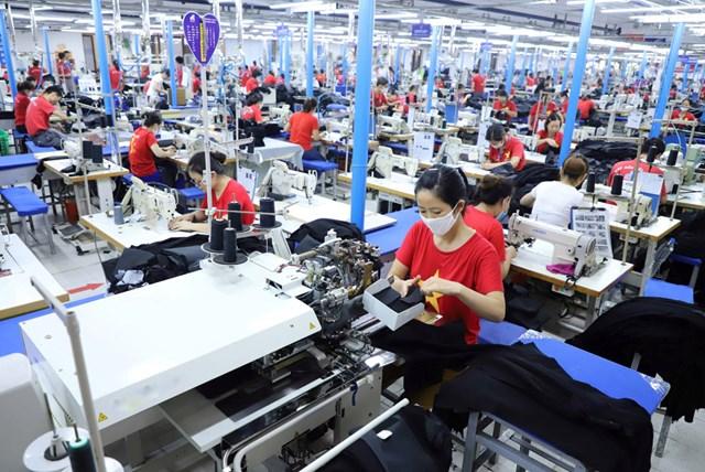 Cộng đồng doanh nghiệp Việt Nam vượt lên trong khó khăn. Ảnh: Quang Vinh.
