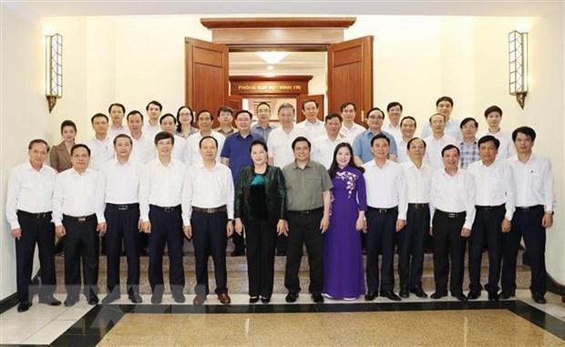 Chủ tịch Quốc hội Nguyễn Thị Kim Ngân, các Ủy viên Bộ Chính trị, Ban Bí thư và Ban Thường vụ tỉnh Thanh Hóa tại buổi làm việc. Ảnh: TTXVN.