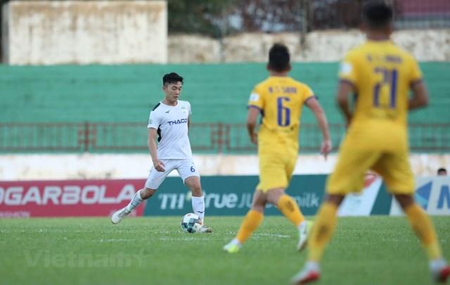 Cuộc đua giành tấm vé trụ hạng ở nhóm giữa bảng trở nên rất căng thẳng sau vòng 12 V-League 2020. (Ảnh: Kim Chi/Vietnam+).